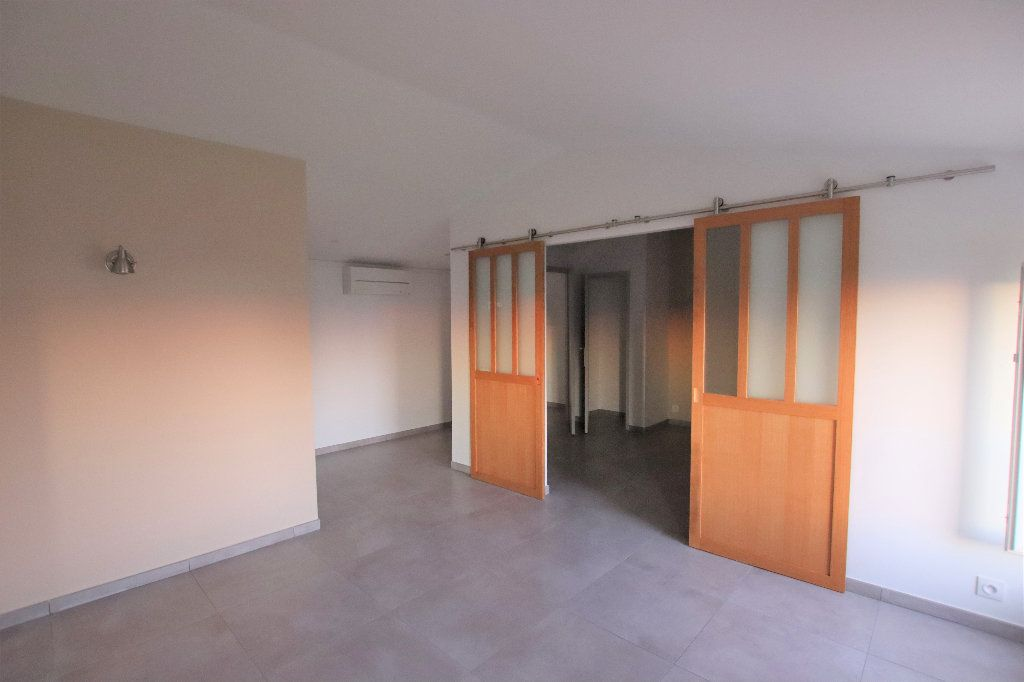 Appartement à louer 2 45.79m2 à Nice vignette-2