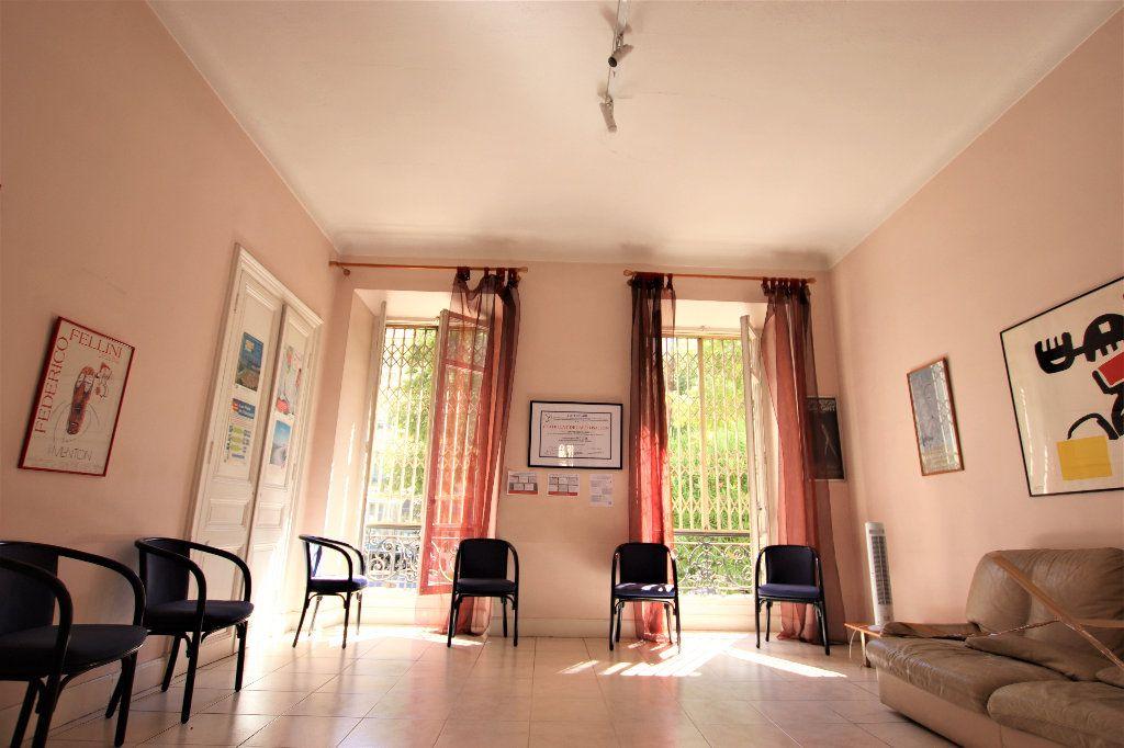 Appartement à vendre 5 220m2 à Nice vignette-1