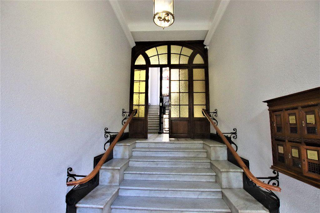 Appartement à vendre 5 220m2 à Nice vignette-2
