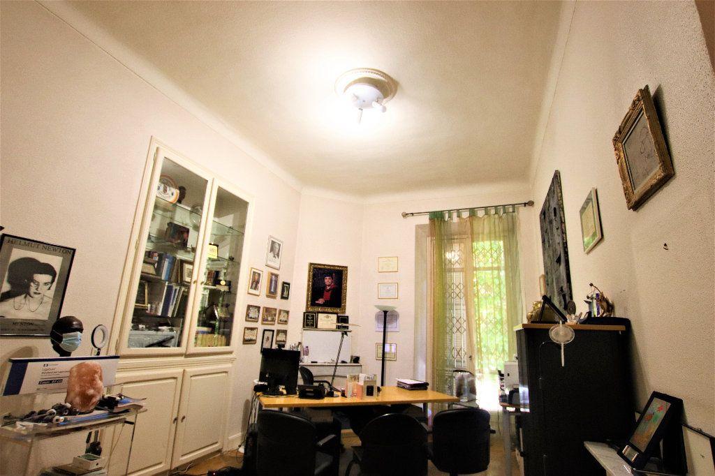 Appartement à vendre 5 220m2 à Nice vignette-5