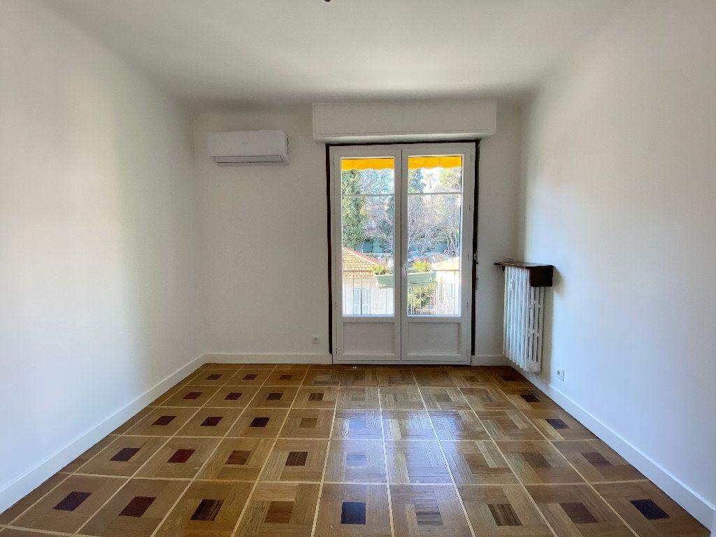 Appartement à louer 3 64.68m2 à Nice vignette-2