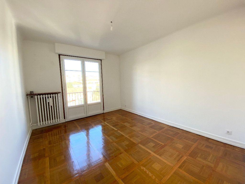 Appartement à louer 3 64.68m2 à Nice vignette-3