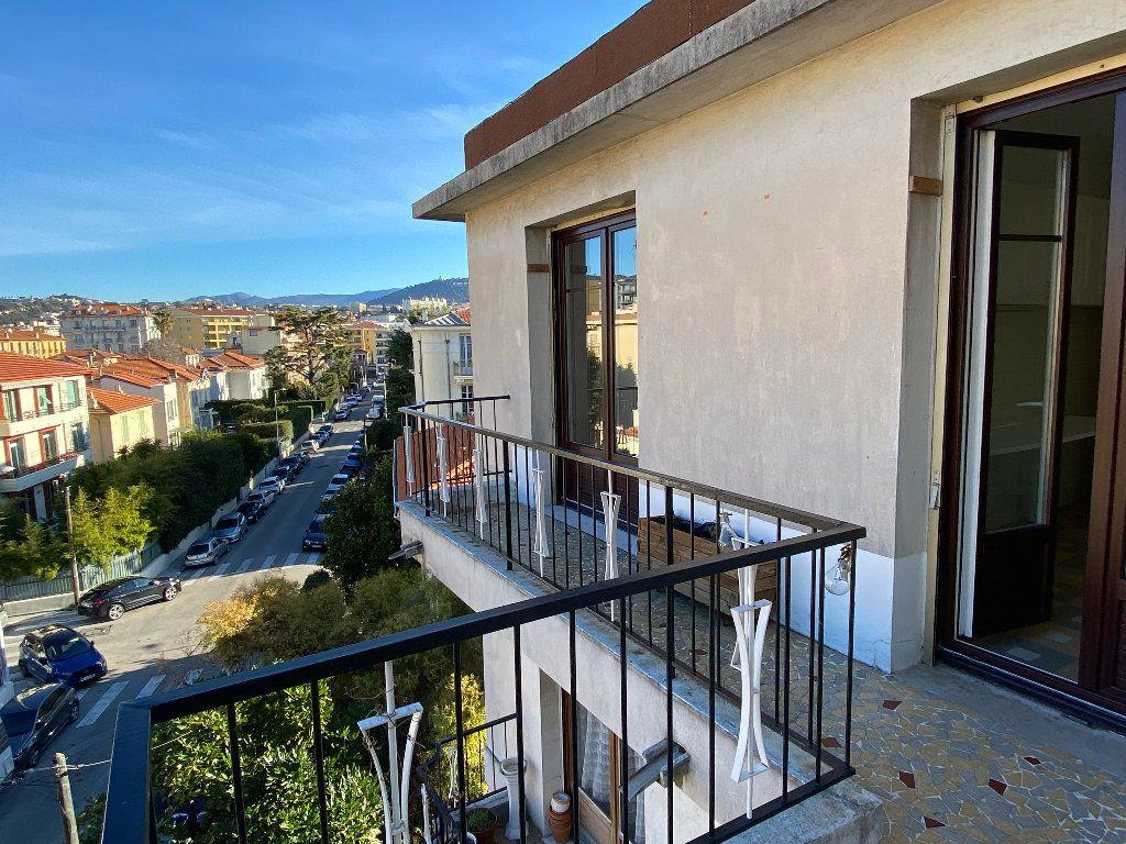 Appartement à louer 3 64.68m2 à Nice vignette-4