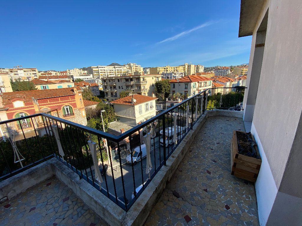 Appartement à louer 3 64.68m2 à Nice vignette-5