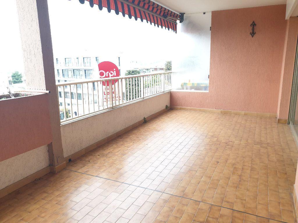 Appartement à louer 3 83.18m2 à Nice vignette-4