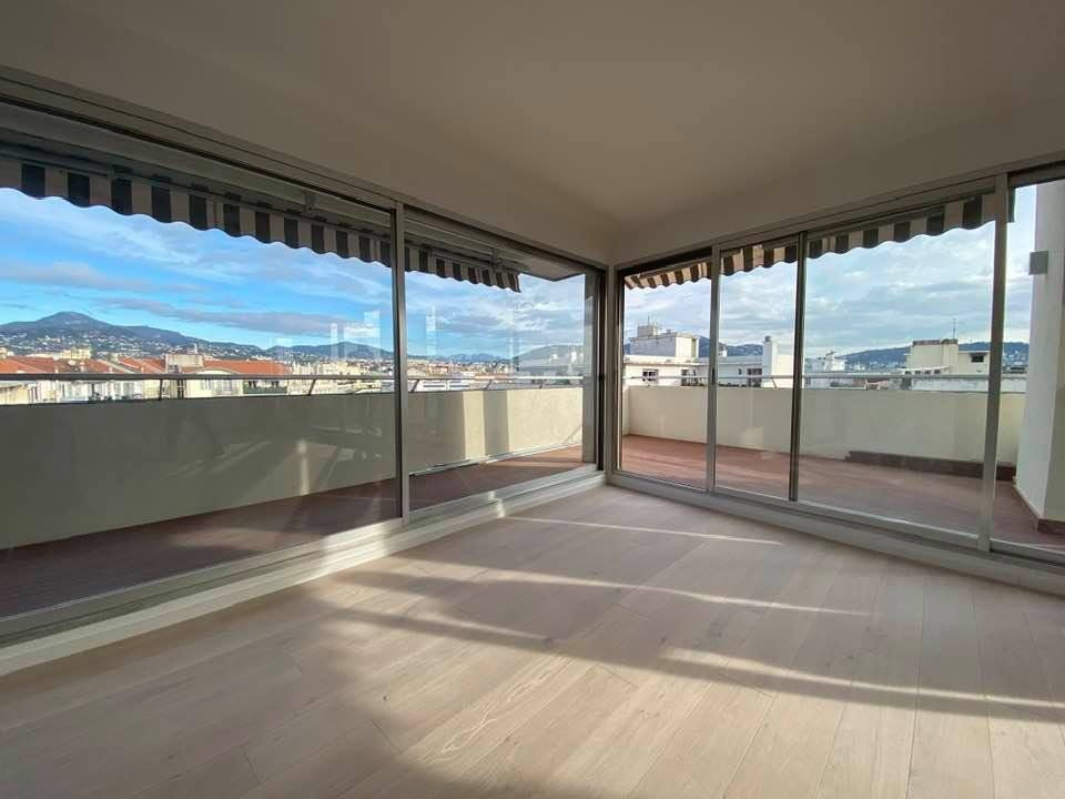 Appartement à vendre 3 100m2 à Nice vignette-1