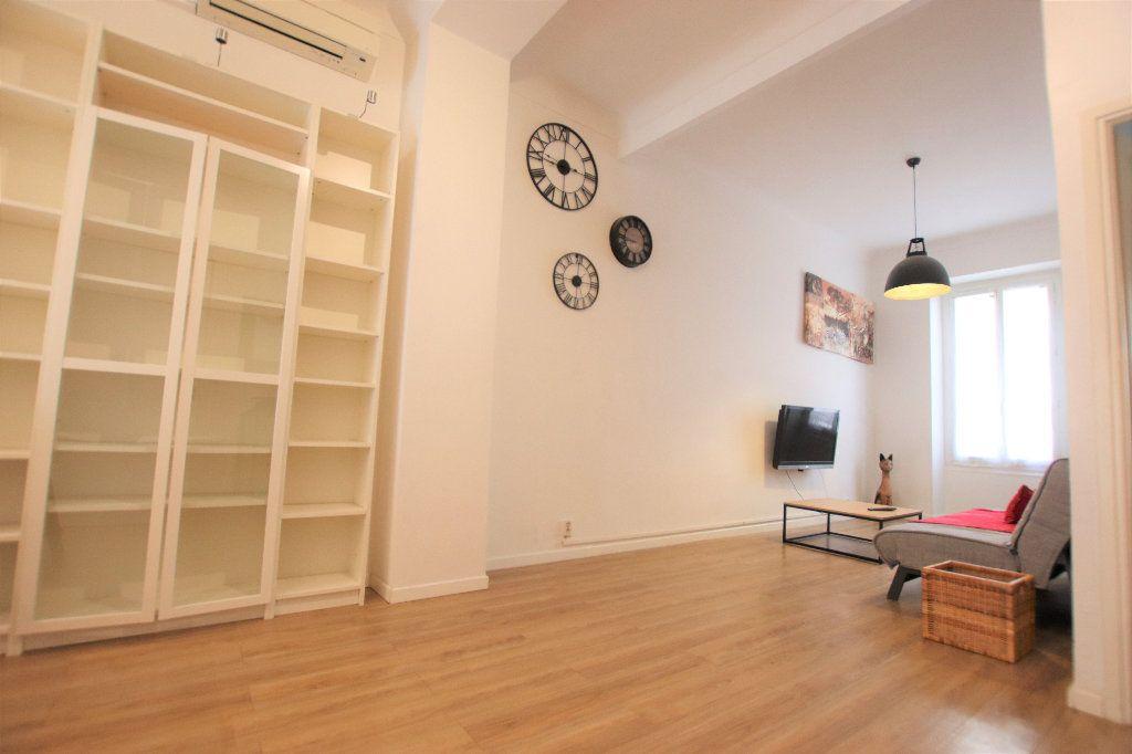 Appartement à louer 2 47m2 à Nice vignette-1