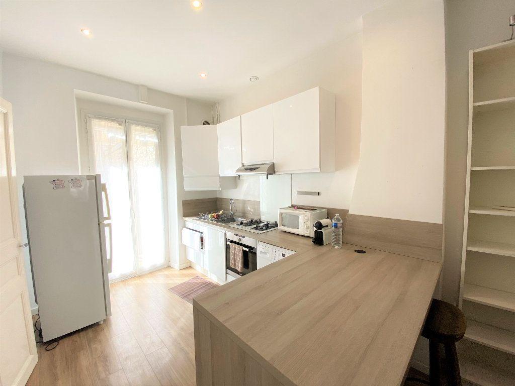 Appartement à louer 2 47m2 à Nice vignette-2