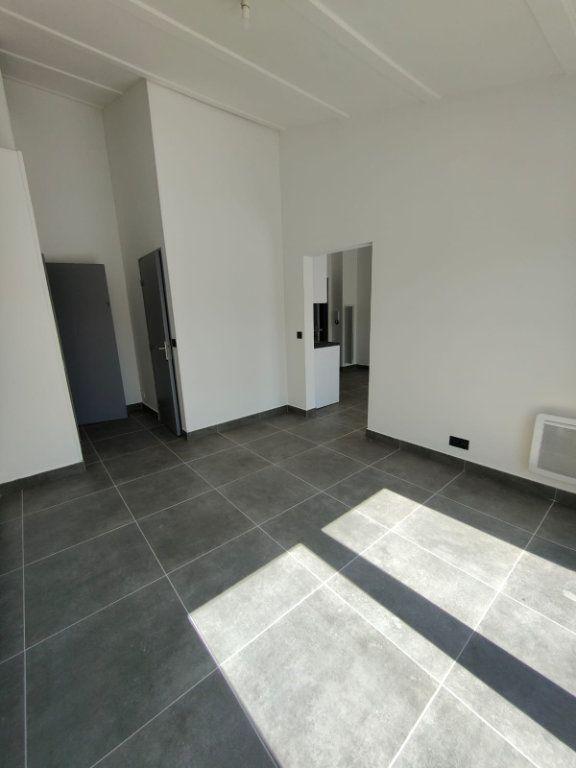 Appartement à louer 2 32m2 à Contes vignette-1