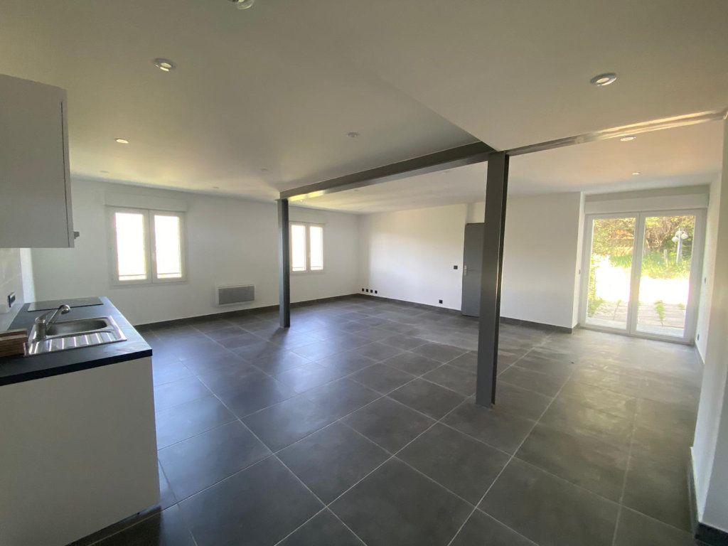 Appartement à louer 4 112.57m2 à Contes vignette-1