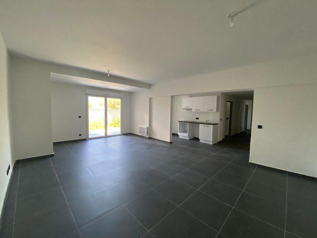 Appartement à louer 3 87m2 à Contes vignette-1