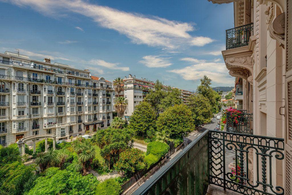 Appartement à vendre 4 120m2 à Nice vignette-1