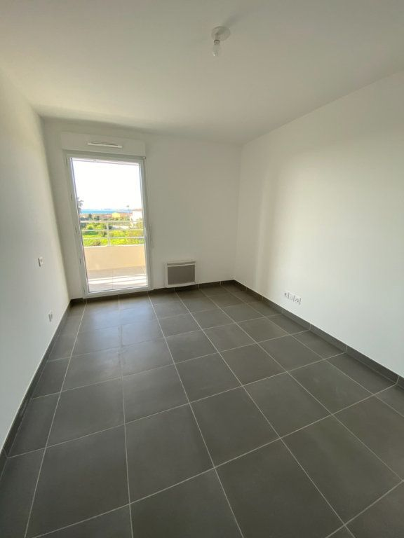 Appartement à louer 2 41.9m2 à Saint-Laurent-du-Var vignette-3