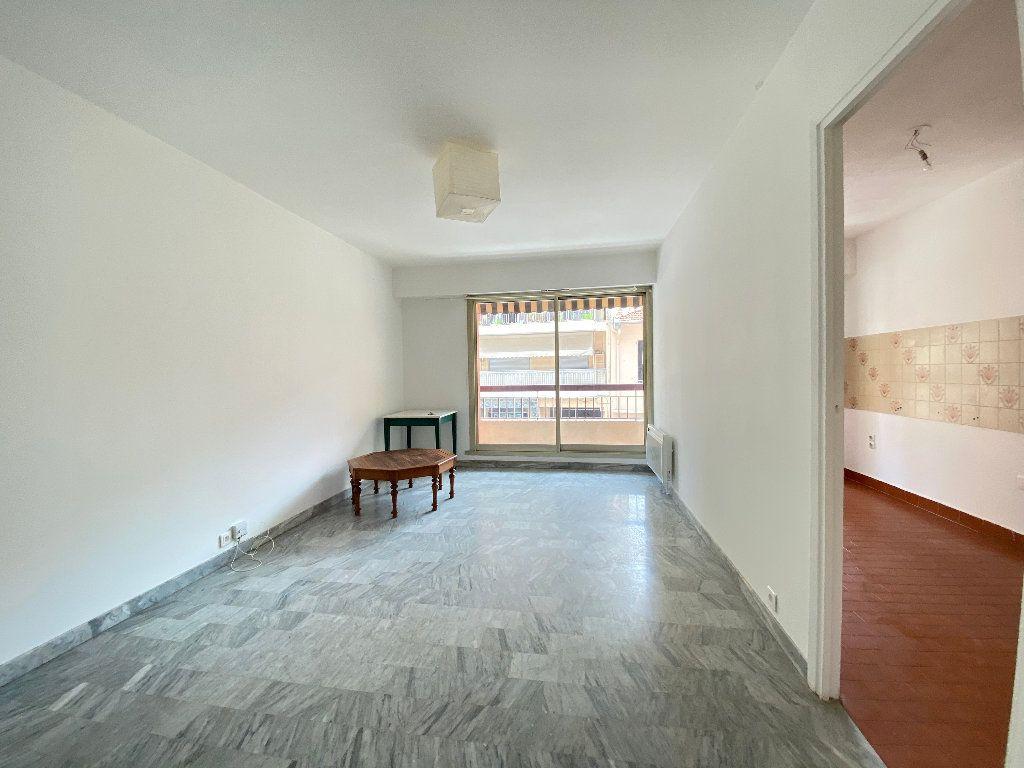 Appartement à louer 1 30.15m2 à Nice vignette-1