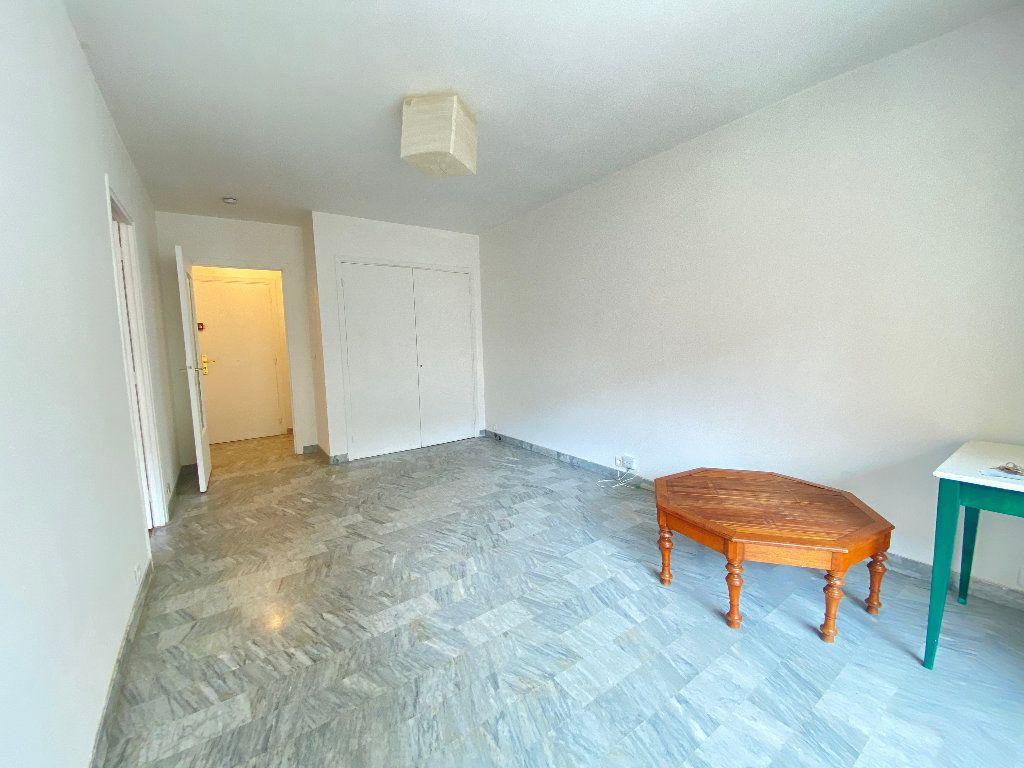 Appartement à louer 1 30.15m2 à Nice vignette-2