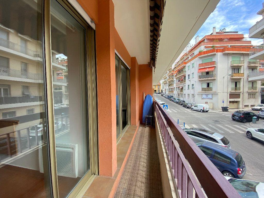 Appartement à louer 1 30.15m2 à Nice vignette-5