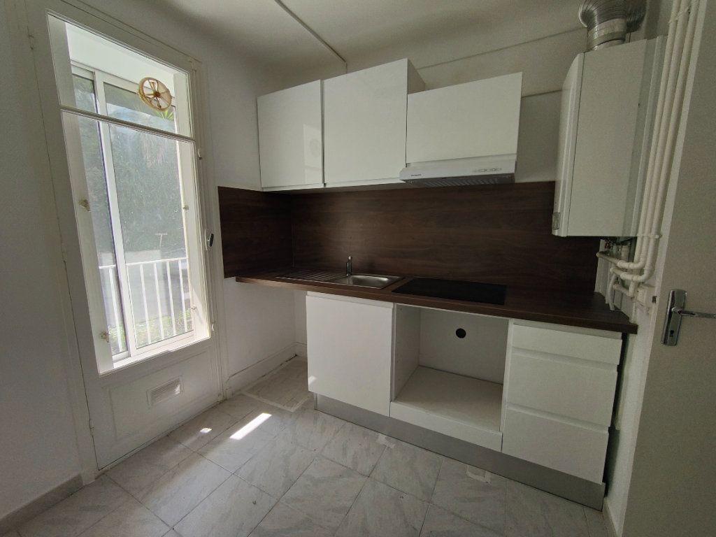 Appartement à louer 4 84m2 à Vence vignette-2