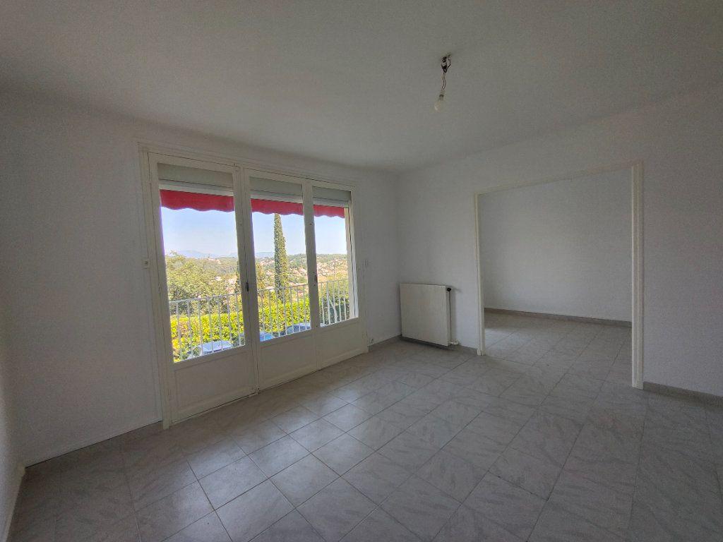 Appartement à louer 4 84m2 à Vence vignette-3