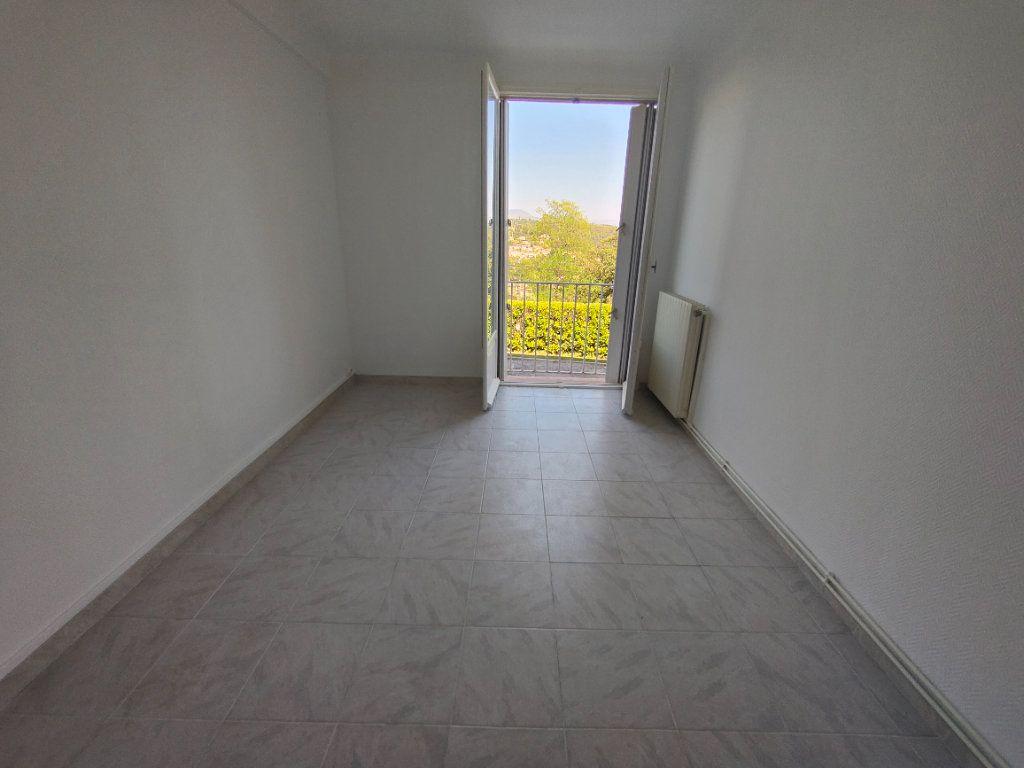 Appartement à louer 4 84m2 à Vence vignette-4