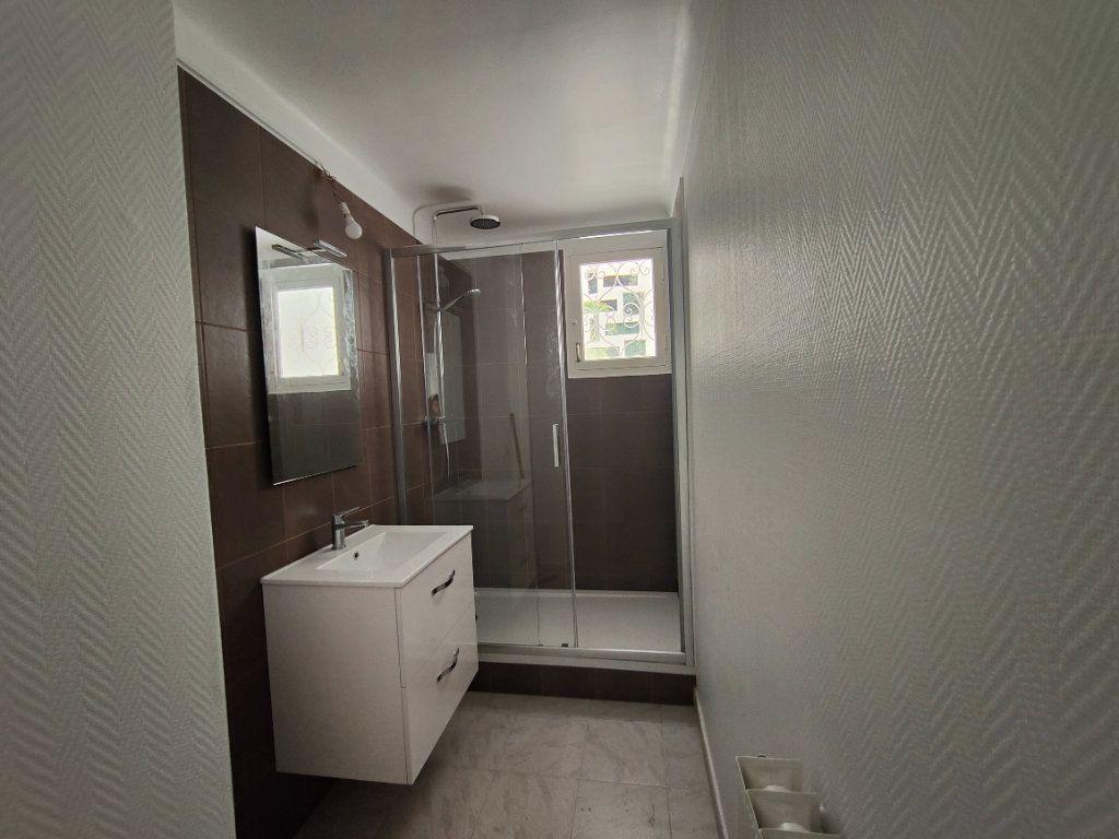 Appartement à louer 4 84m2 à Vence vignette-5