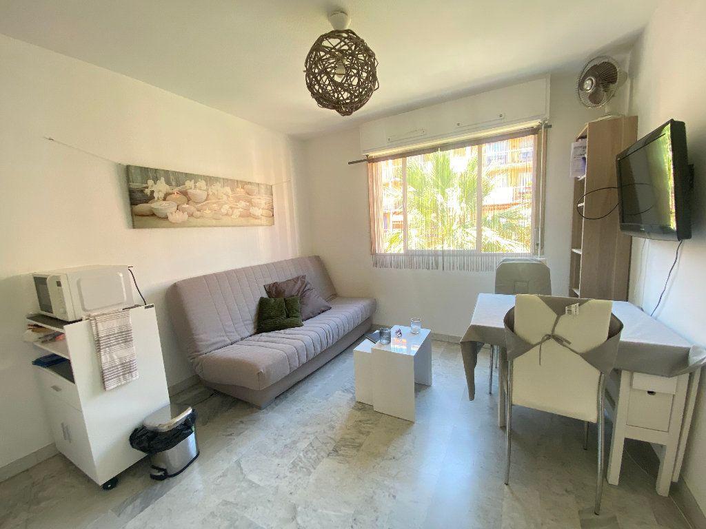 Appartement à louer 1 17.6m2 à Nice vignette-1