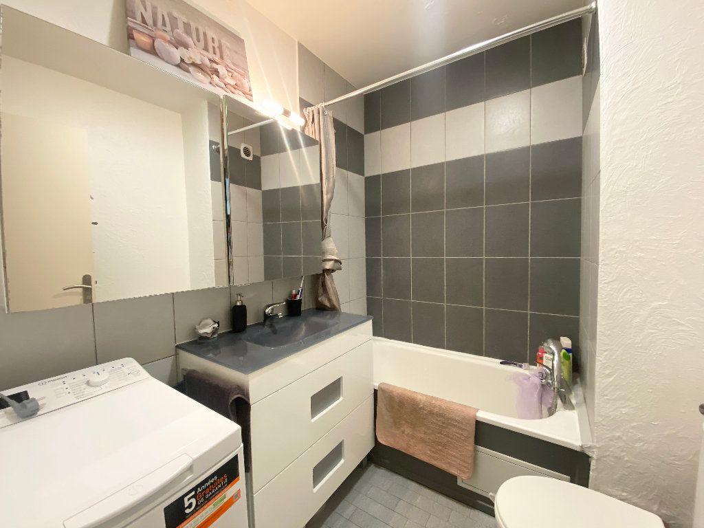 Appartement à louer 1 17.6m2 à Nice vignette-3