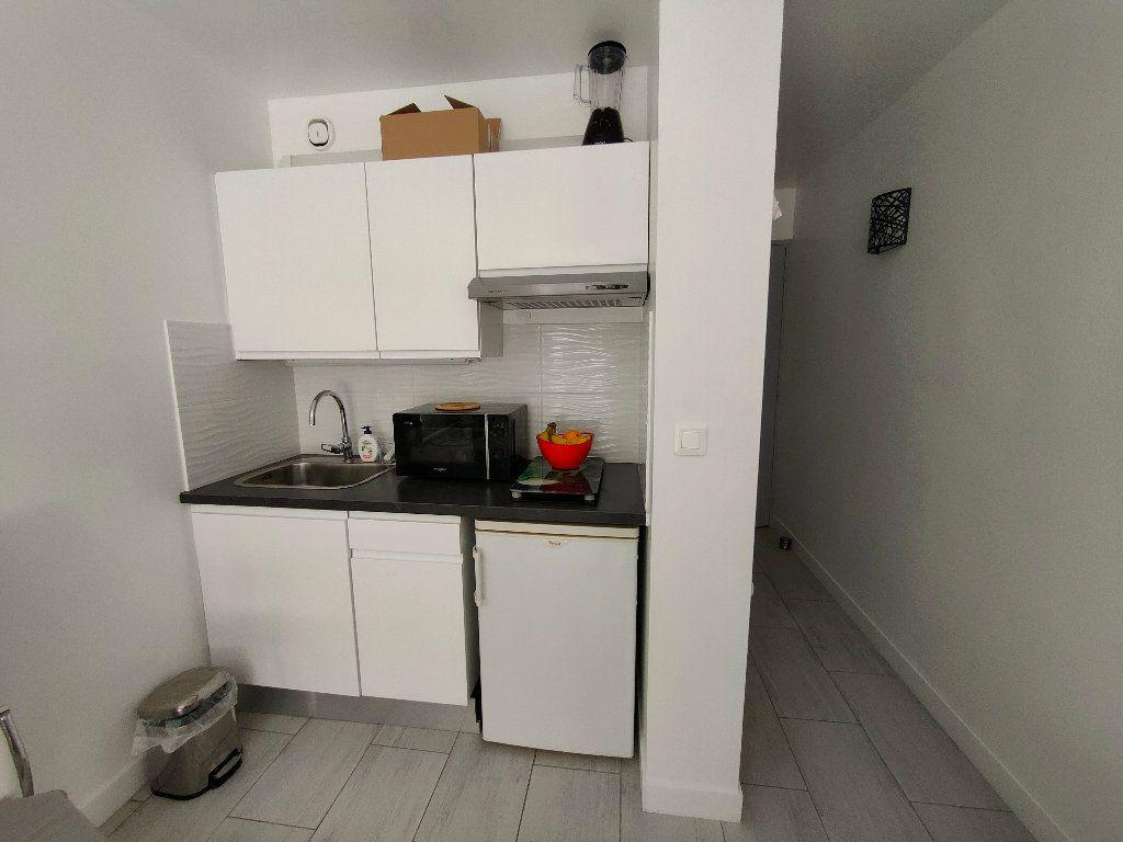 Appartement à louer 1 16.6m2 à Nice vignette-2