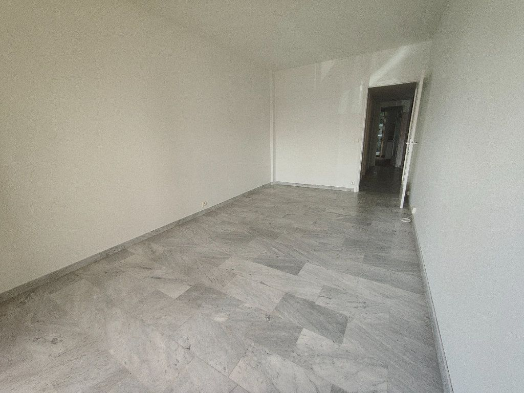 Appartement à louer 1 37.61m2 à Nice vignette-2