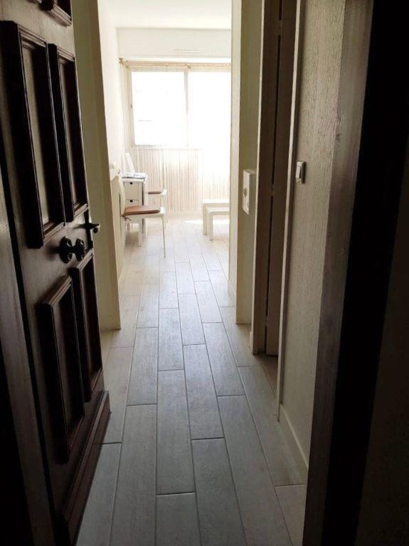 Appartement à louer 1 17.6m2 à Nice vignette-7