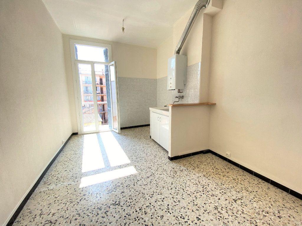 Appartement à louer 3 65m2 à Nice vignette-4