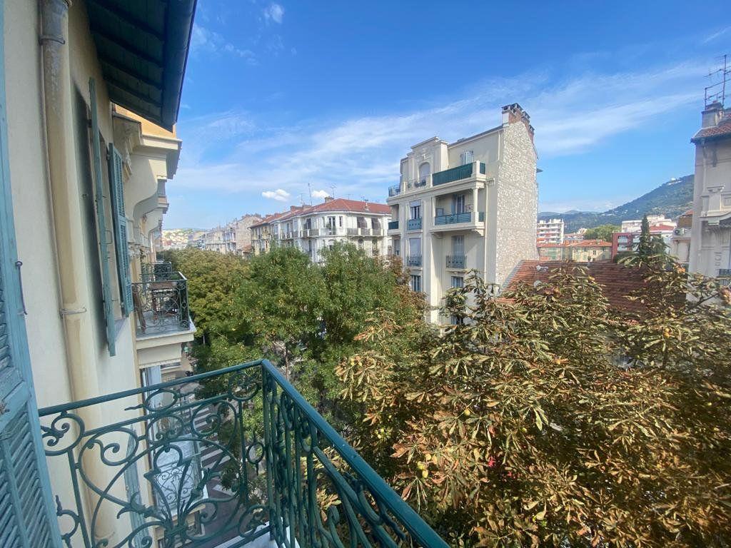 Appartement à louer 3 65m2 à Nice vignette-7