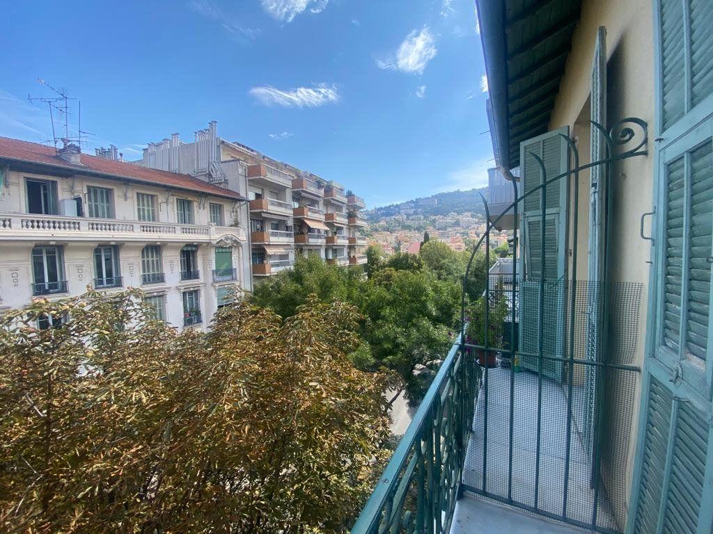 Appartement à louer 3 65m2 à Nice vignette-8
