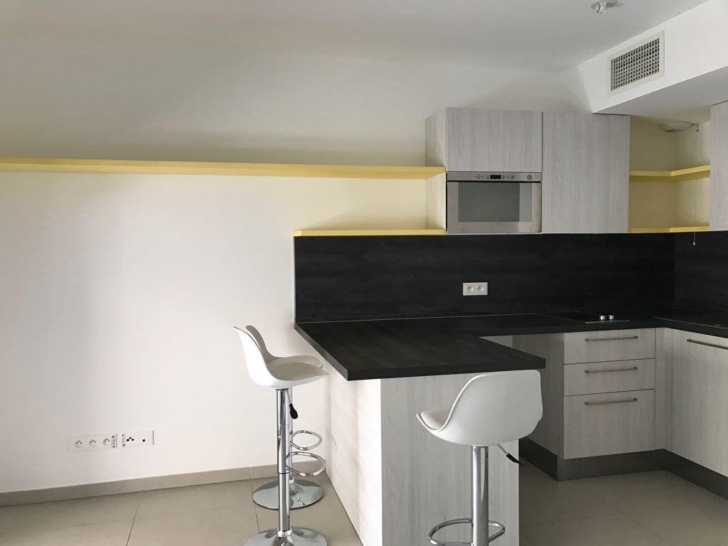 Appartement à louer 1 23.22m2 à Cannes vignette-2
