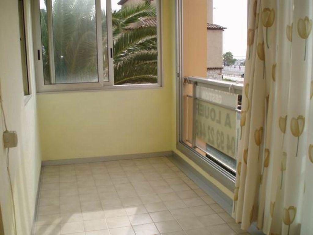 Appartement à louer 2 27.7m2 à Cagnes-sur-Mer vignette-1