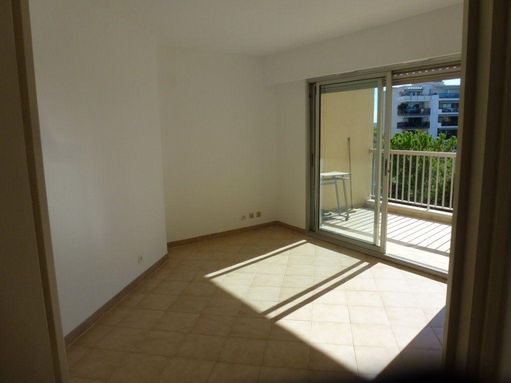 Appartement à louer 1 22.3m2 à Cagnes-sur-Mer vignette-2