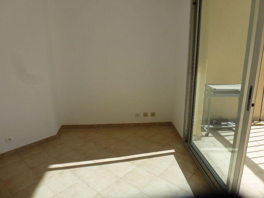 Appartement à louer 1 22.3m2 à Cagnes-sur-Mer vignette-4