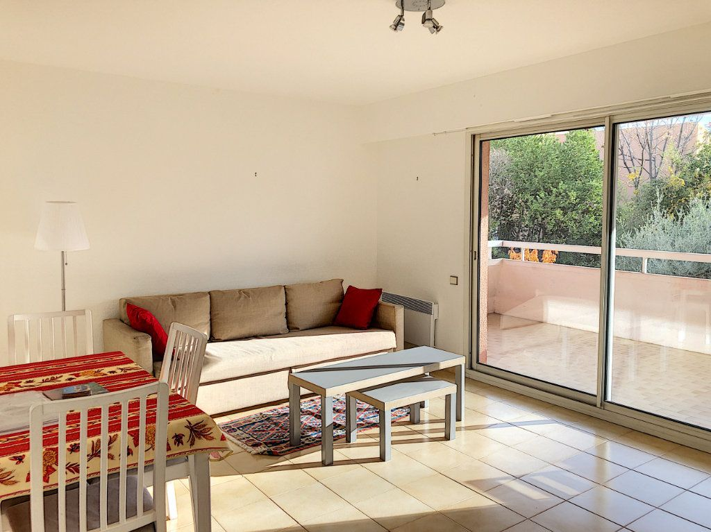 Appartement à louer 3 65m2 à Cagnes-sur-Mer vignette-3