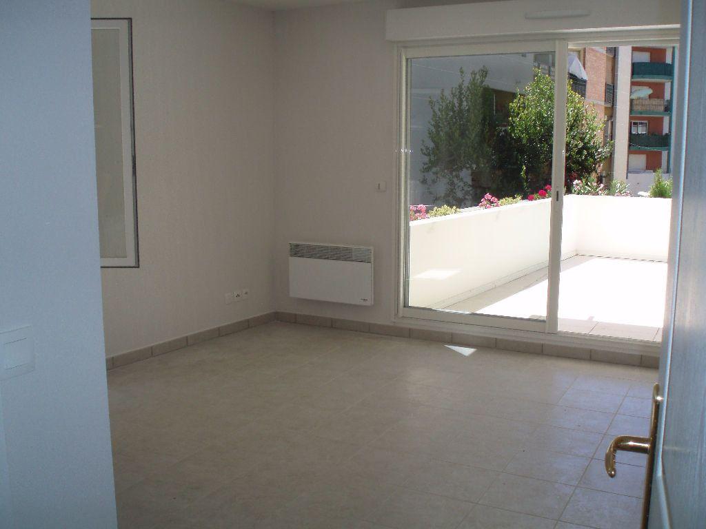 Appartement à louer 3 51.44m2 à Cagnes-sur-Mer vignette-2