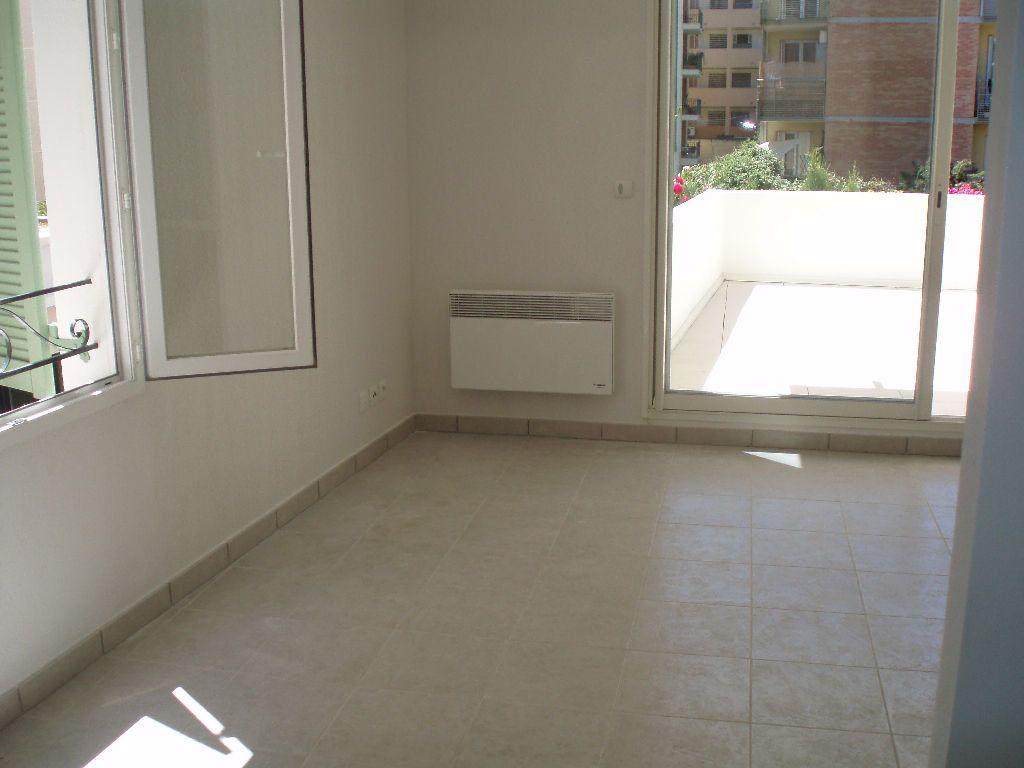 Appartement à louer 3 51.44m2 à Cagnes-sur-Mer vignette-5