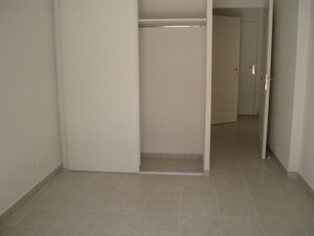 Appartement à louer 3 51.44m2 à Cagnes-sur-Mer vignette-6