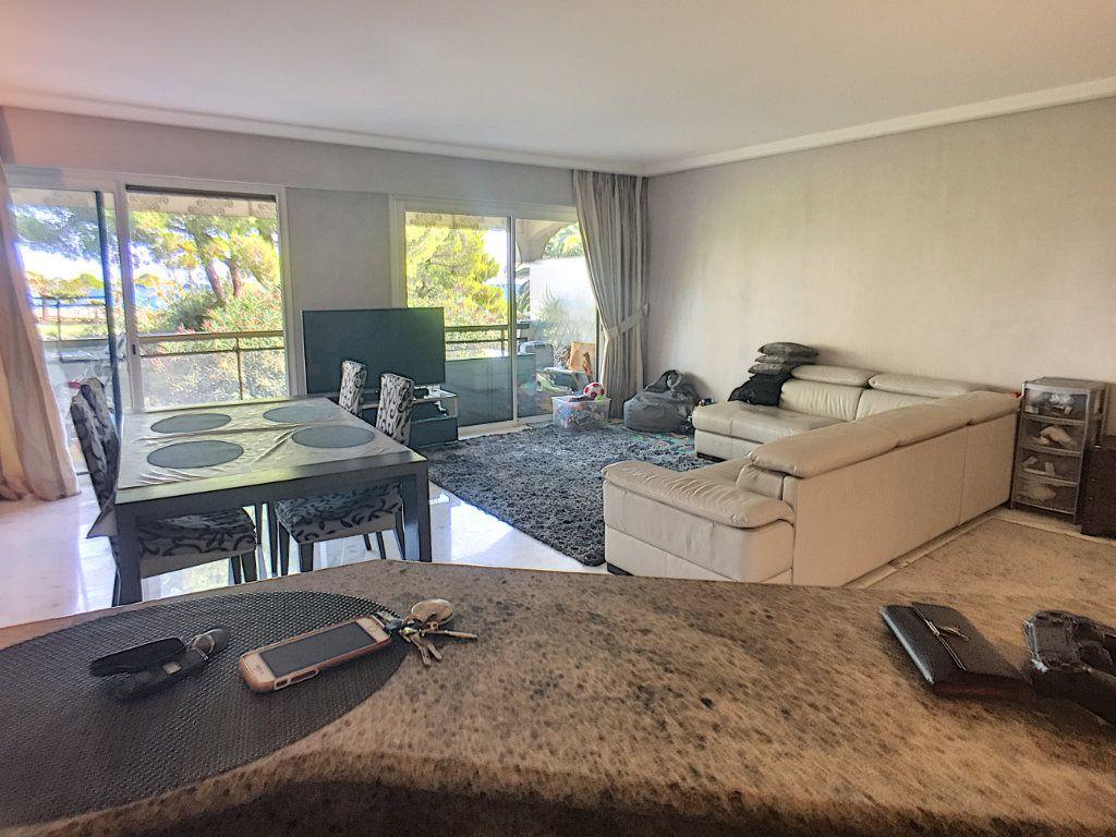 Appartement à vendre 3 110m2 à Villeneuve-Loubet vignette-1