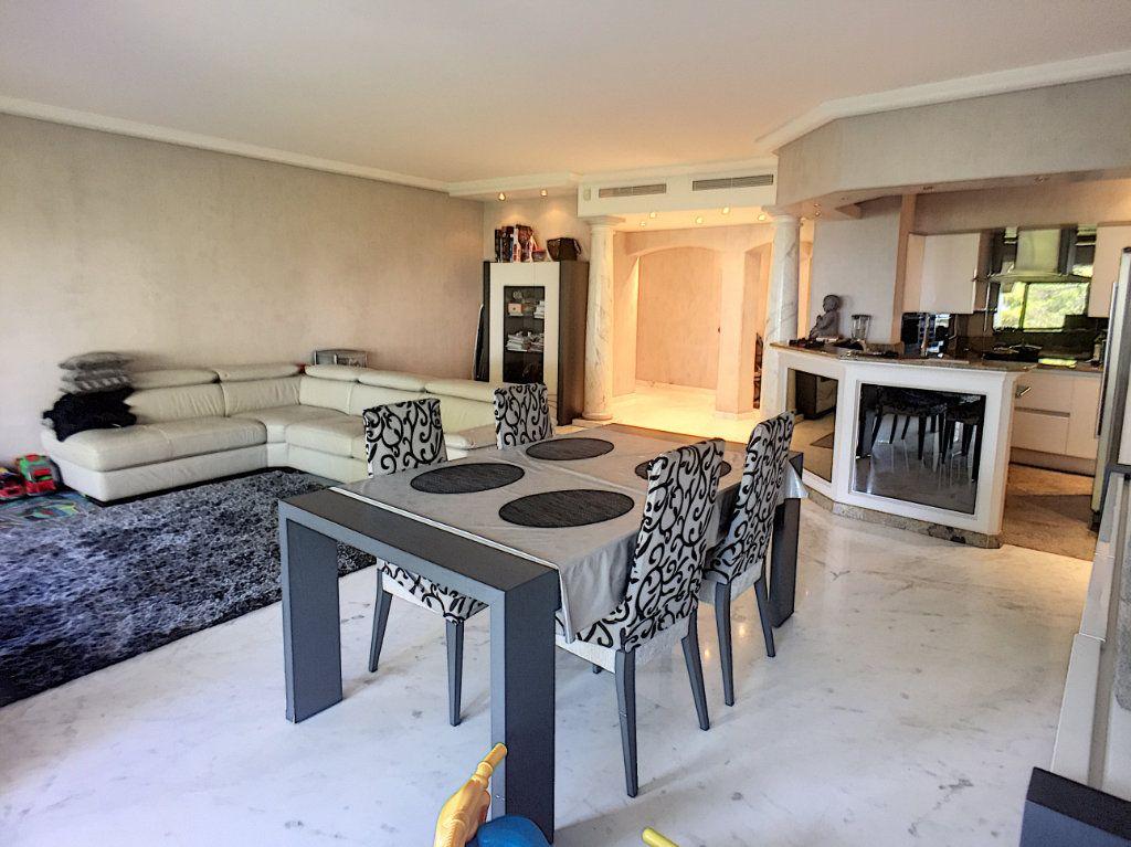 Appartement à vendre 3 110m2 à Villeneuve-Loubet vignette-2