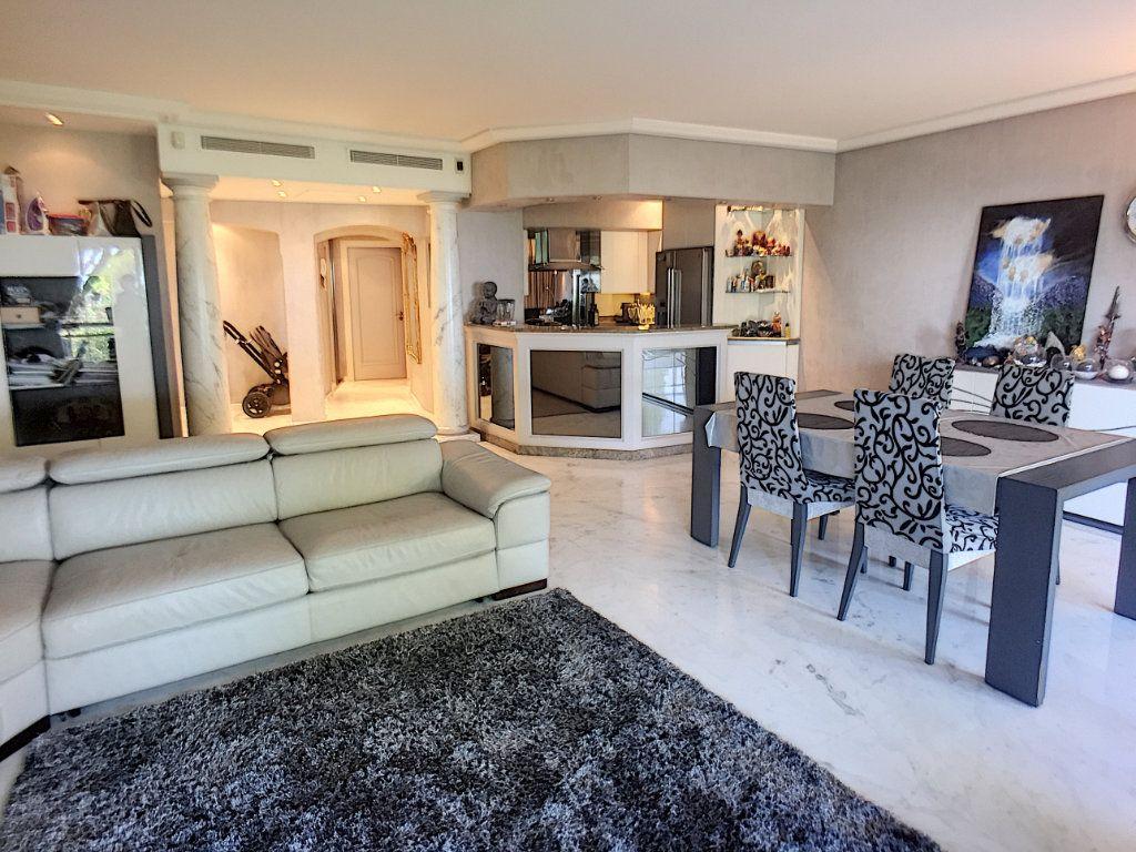 Appartement à vendre 3 110m2 à Villeneuve-Loubet vignette-3