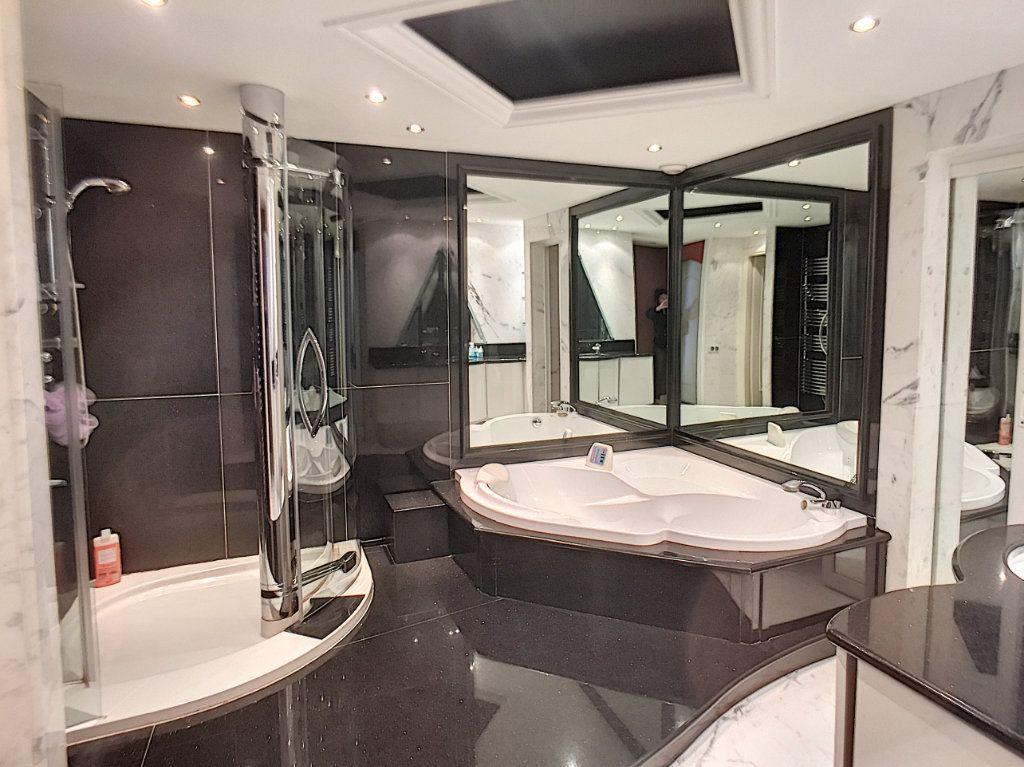 Appartement à vendre 3 110m2 à Villeneuve-Loubet vignette-5