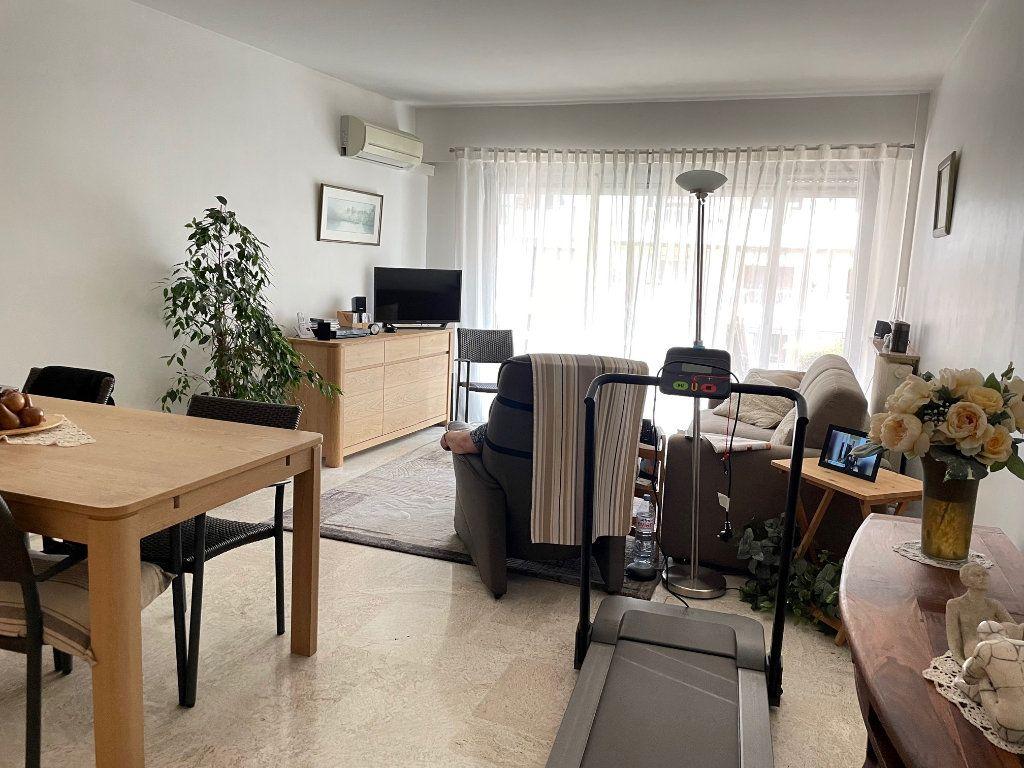 Appartement à louer 3 76.45m2 à Cagnes-sur-Mer vignette-2