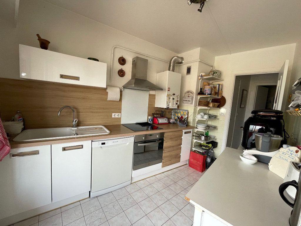 Appartement à louer 3 76.45m2 à Cagnes-sur-Mer vignette-3
