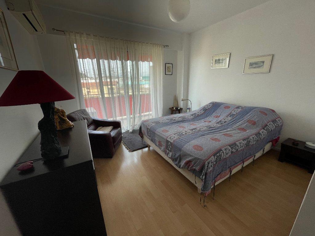 Appartement à louer 3 76.45m2 à Cagnes-sur-Mer vignette-4