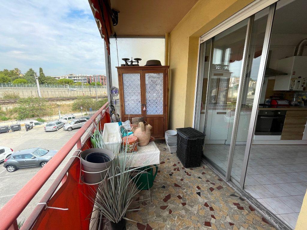 Appartement à louer 3 76.45m2 à Cagnes-sur-Mer vignette-6