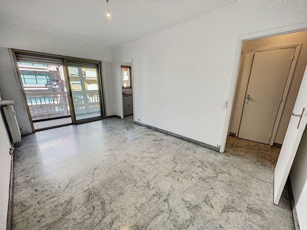 Appartement à vendre 1 25.65m2 à Cagnes-sur-Mer vignette-2