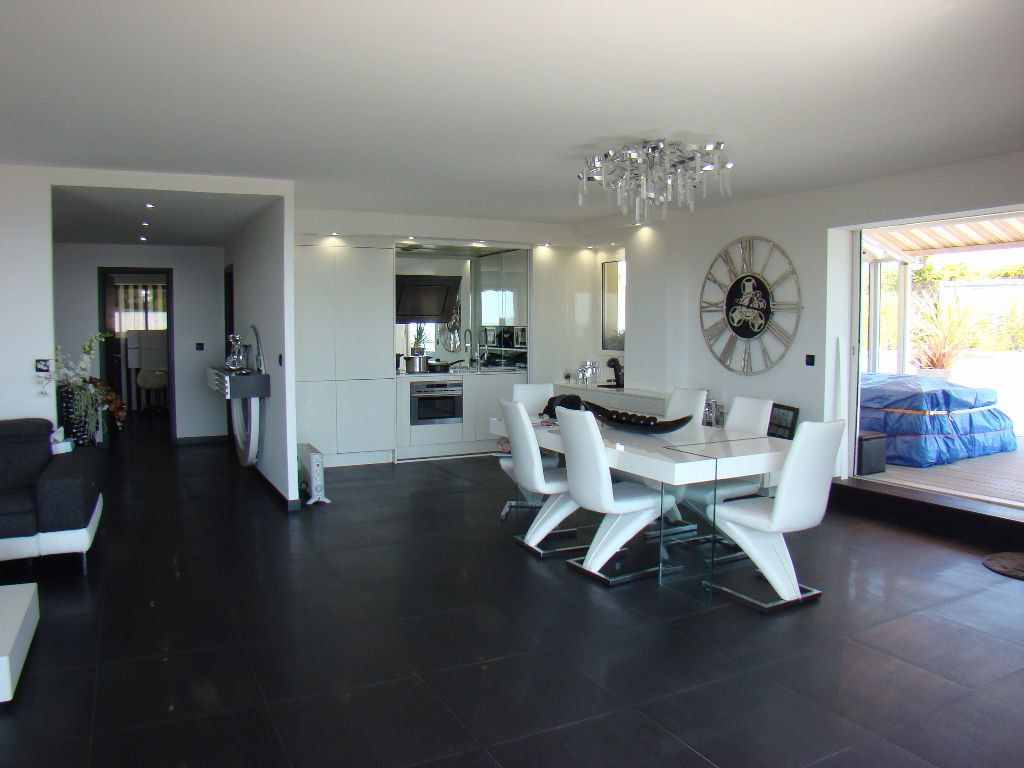 Appartement à vendre 4 108.8m2 à Villeneuve-Loubet vignette-5
